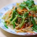 酸菜炒鸡肠(荤素搭配)