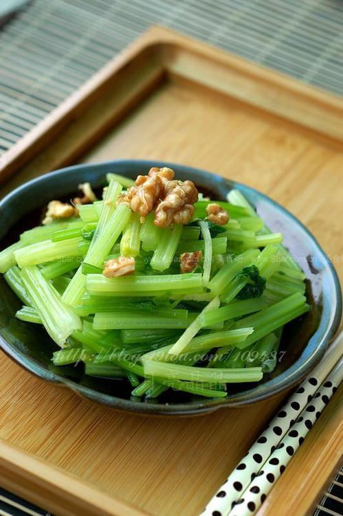 核桃炝芹菜