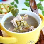 冬瓜皮绿豆解暑排骨汤的做法