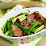 青蒜苗炒卤猪嘴(荤菜)