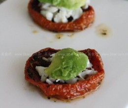 蟹肉牛油果番茄沙拉