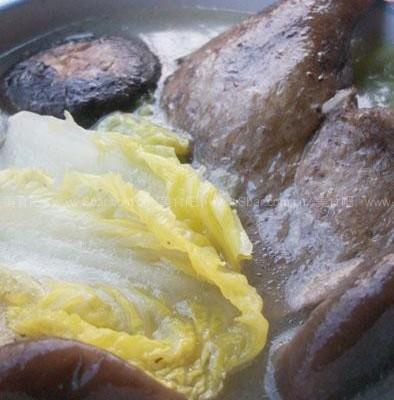 腊鸭腿煲大白菜汤