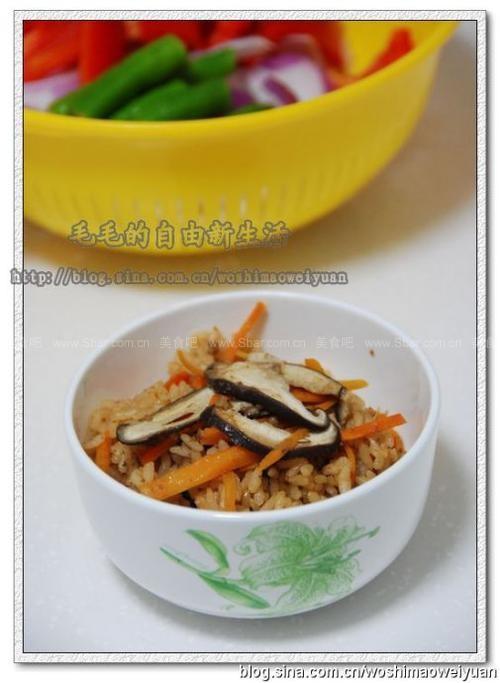 电饭煲香菇胡萝卜肉臊饭