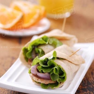 洋葱煎鸡肉片+墨西哥卷饼+橙汁+橙子