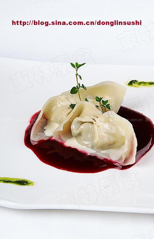 芝士奶油焗松茸馄饨佐甜菜汁