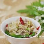 肉丝炒酸菜(荤素搭配-附酸菜的制作方法)