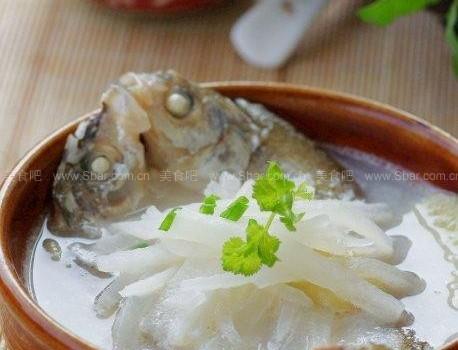 鲜鱼萝卜汤(润肺止咳冬日最爱暖身汤)