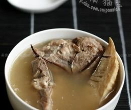 鸡骨草冬笋煲骨汤