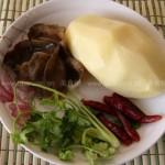 凉拌土豆丝和土豆饼(素菜)