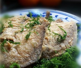 海苔垫鲳鱼