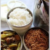 豆角炖肉和五香干豆腐丝的方法