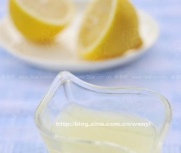 """挤""""柠檬汁""""既方便,又不浪费的方法"""