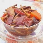 茶树菇烧腊肉(荤菜)
