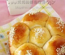 淡奶油花儿果酱面包