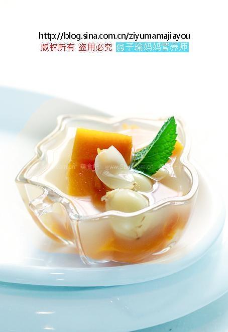 食疗冬瓜汤(夏日薏米家庭-百合里的降火汤)菜谱南瓜猪骨鸡爪汤图片