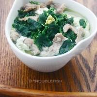 鸡蛋肉片滚野苋菜汤