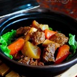青红萝卜焖牛肉(荤素搭配菜谱)