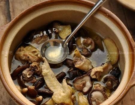 香菇炖鸡汤(荤菜菜谱)