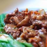 丝瓜炒猪舌根(荤素搭配菜谱)