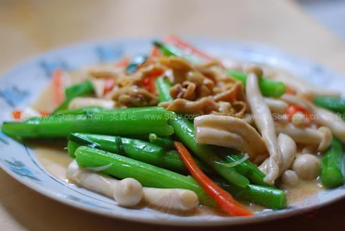 海鲜菇炒鸡肠