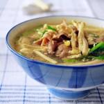 金针菇肥牛汤(荤素搭配菜谱)