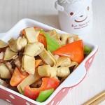 彩椒炒豆腐皮结(素菜菜谱)