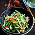 芹香小炒肉(荤素搭配菜谱)