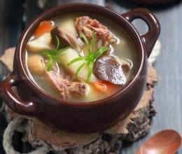 杏鲍菇炖鸡汤