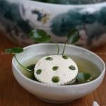 鲜味莲蓬豆腐钵(荤素搭配菜谱)