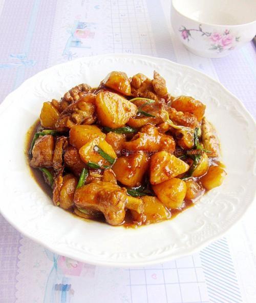 土豆焖鸡块的做法 土豆焖鸡块的家常做法 土豆焖鸡块怎么做 荤素搭配