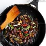 腊鸭脯炒茄子(荤素搭配菜谱)