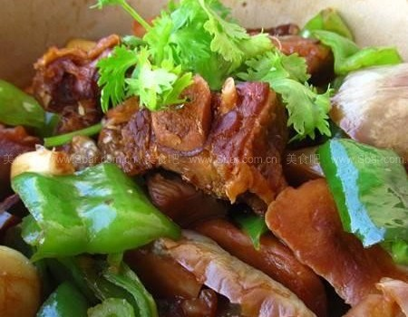 腊鸭茄子煲(荤素搭配菜谱)