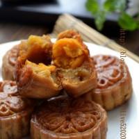 自制蛋黄莲蓉月饼