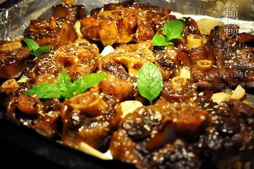 蒜子烤牛尾(烤箱兔子秋冬)菜谱香菇汤图片