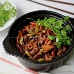 泡椒干锅肥肠(荤菜菜谱)
