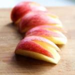 兔子苹果(水果拼盘菜谱-动漫经常出现的苹果可爱切法)