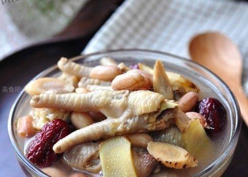 黄芪大枣煲凤爪(暖身养颜两不误的冬日滋补汤品菜谱)