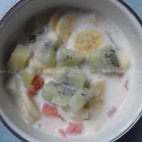 低卡美容的牛奶水果火锅