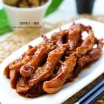 秘制卤鸭舌(春节年菜之香浓头盘)