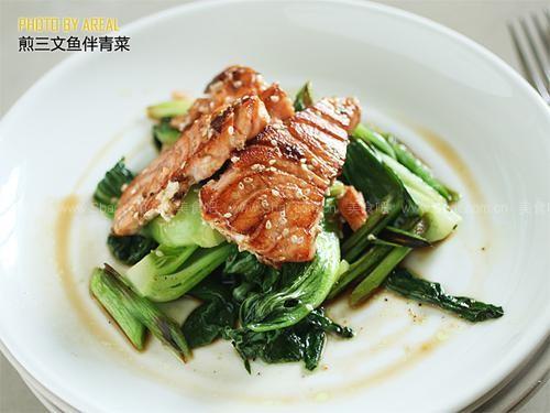 煎三文鱼伴青菜