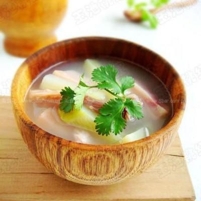 火腿萝卜鸭翅汤