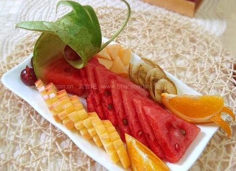 缤纷水果拼盘(水果拼盘-详解四种水果的水果拼盘切法)