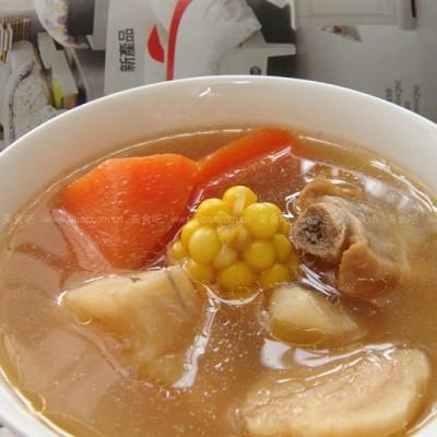 胡萝卜粉葛甜玉米汤