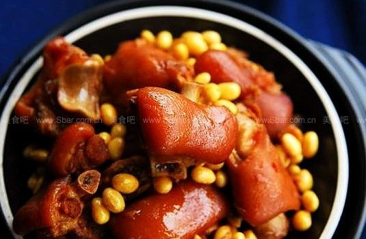 黄豆焖猪脚 (最经典的女性专享美容菜)