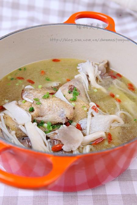 菌菇炖鸡汤