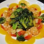 蚝油西兰花虾球配黄桃(海鲜菜谱)