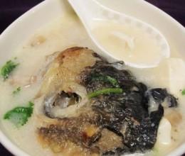 鱼头豆腐菌菇煲