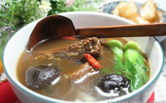 飘香肉骨茶(东南亚风情滋补美食)