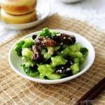 蚕蛾拌黄瓜(威海地方特色菜)