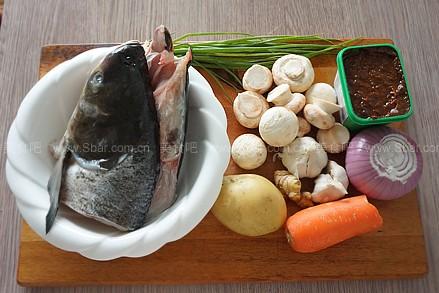 一家1个,土豆,舌尖,胡萝卜,生姜,洋葱,鱼头,葱若干大蒜上鸭蘑菇是哪肉脯图片